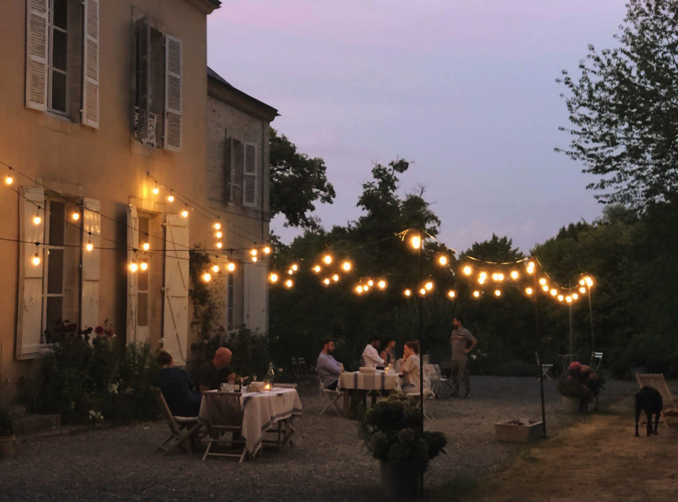 Dinner in the garden - Chateau de La Ruche